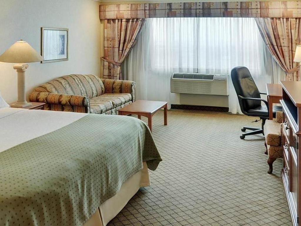 Chambre Lit King-Size avec Canapé-Lit - Holiday Inn Oakville at ...