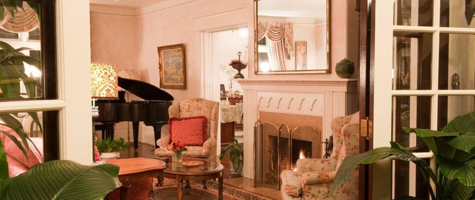 Living Room Parlor.jpg