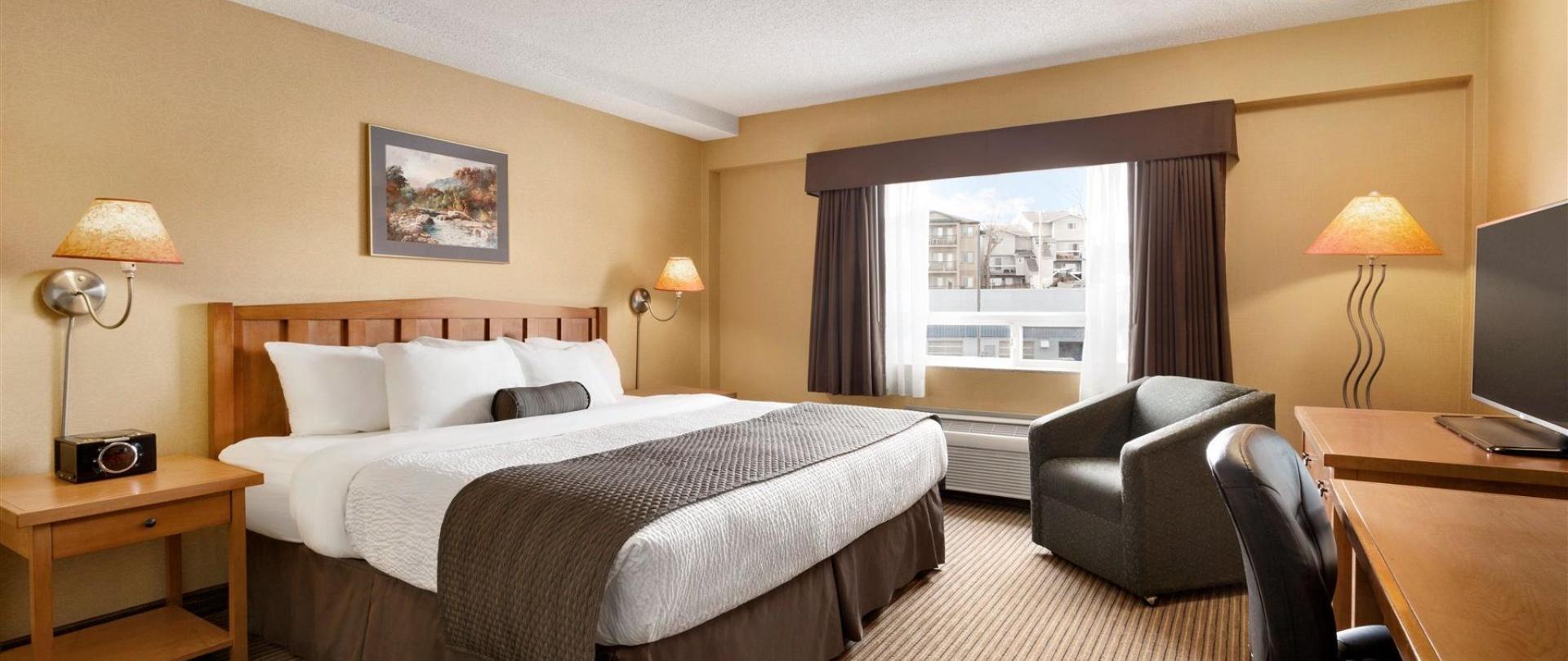 days-inn-calgary-south-1-king-bed-room-1181537.jpg