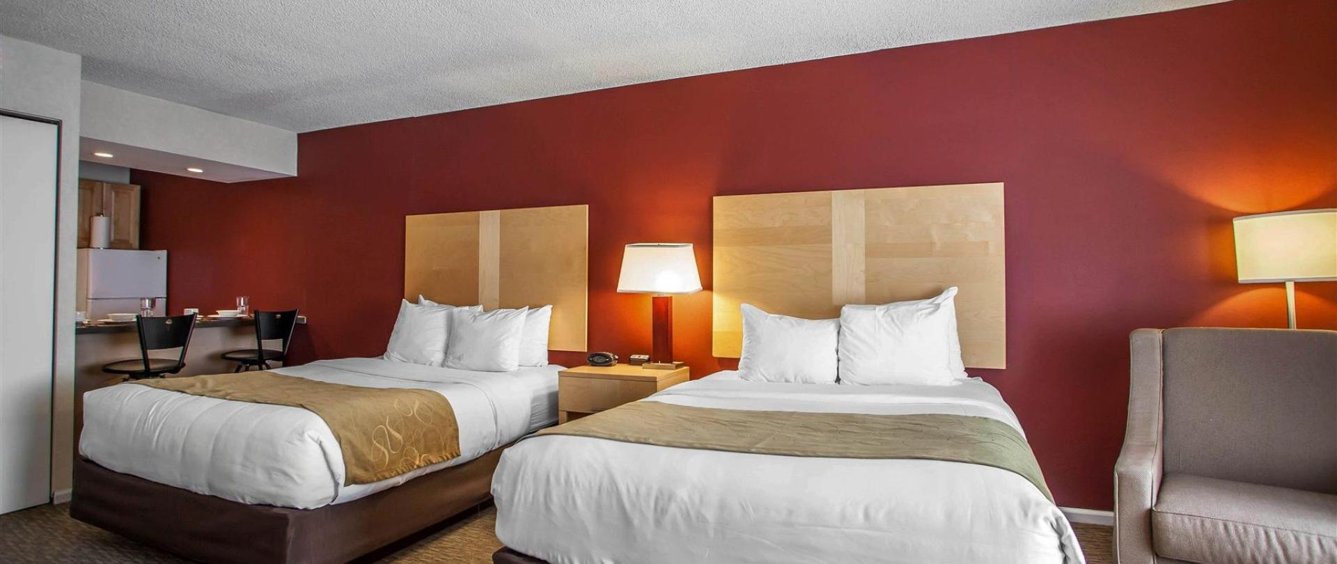 Downtown chicago hotel michigan avenue hotel comfort suites chicago comfort suites michigan for Two bedroom suites in chicago