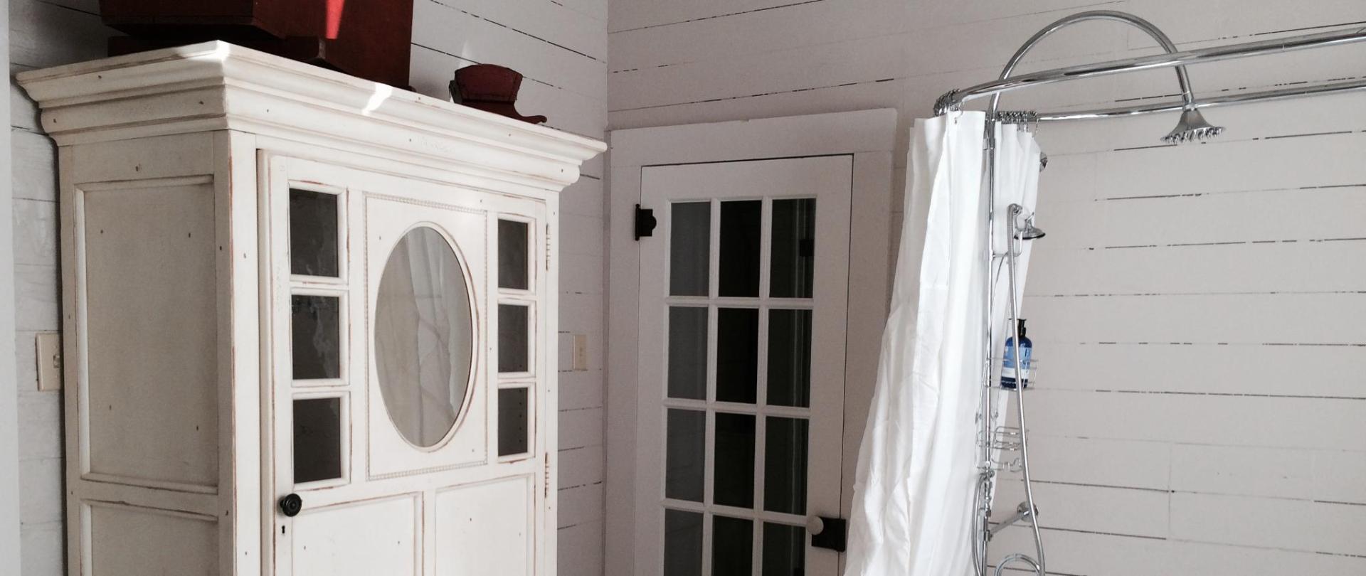 cottage - bath with shower.jpg