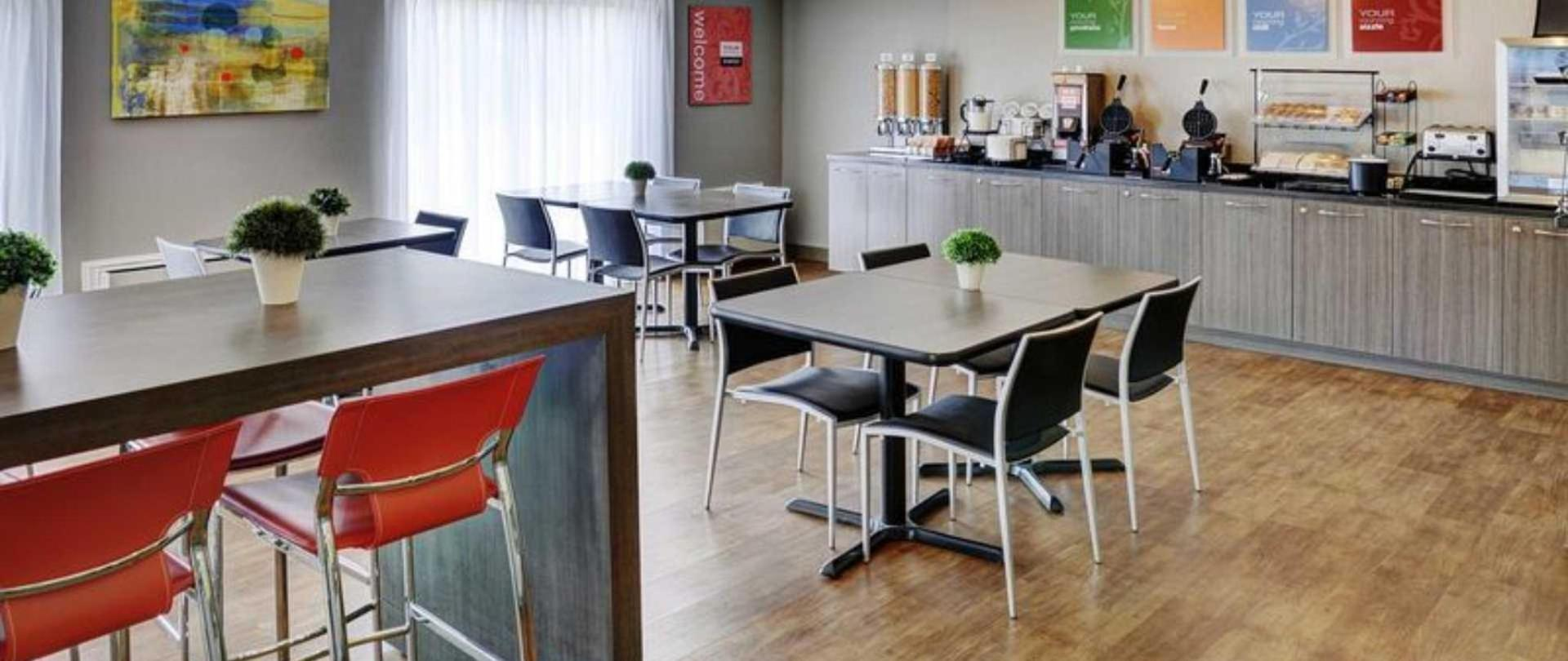 breakfast-room-2.jpg.1920x810_default.jpeg