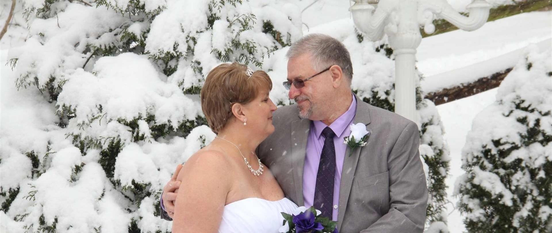 cupid-s-couple-in-the-snow-01.jpg.1920x810_0_57_10000.jpeg.1920x0.jpeg