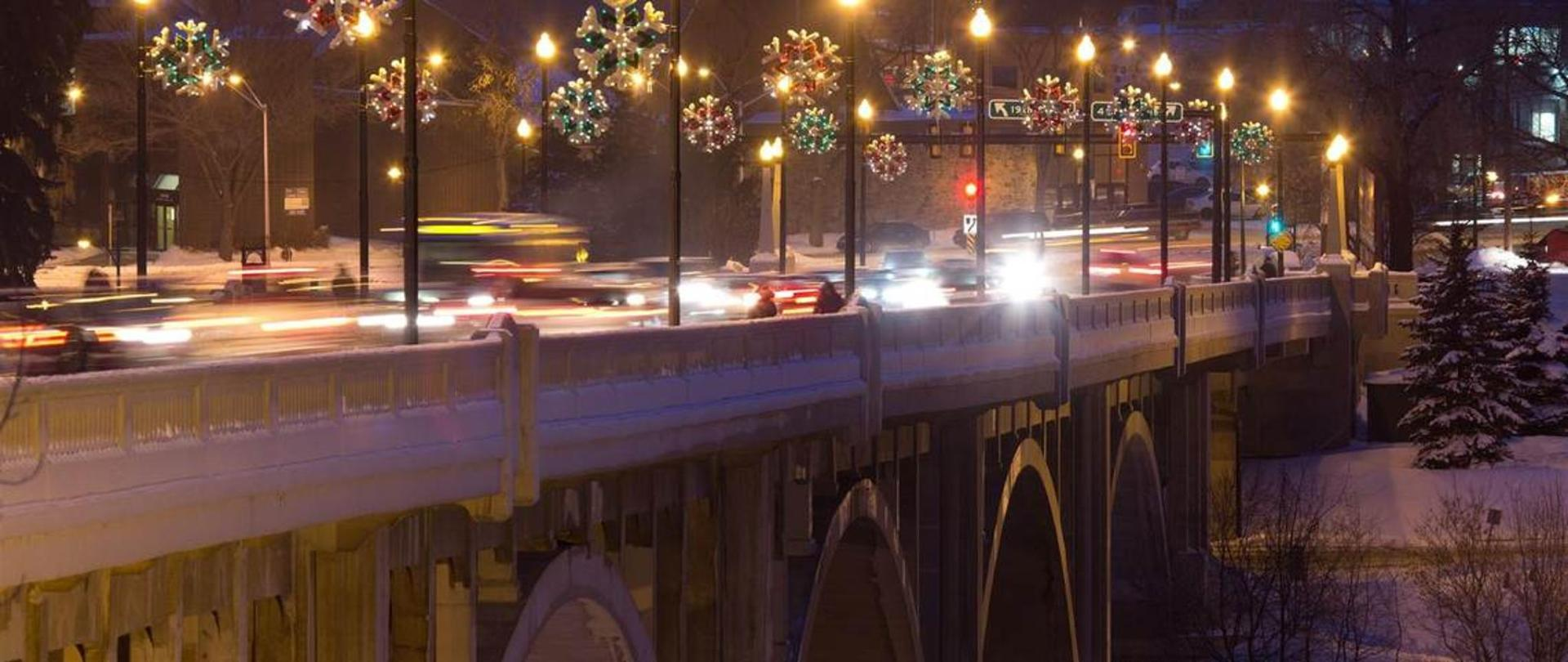 broadway-bridge-lit-up-for-christmas-compliments-of-tourism-saskatoon.jpg.1140x481_default.jpg