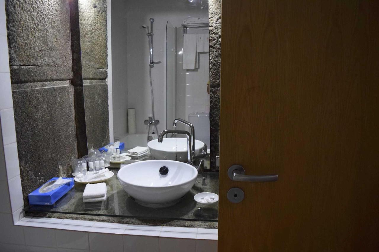 Frei Bernardo (Banho / Bathroom)