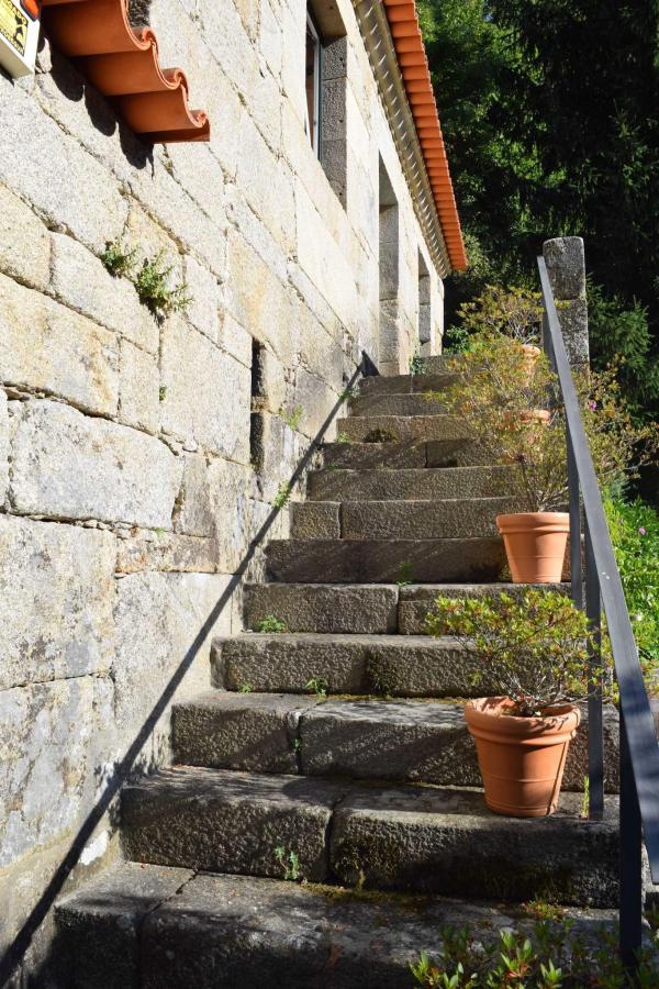 Escadas exterior / Exterior stairway