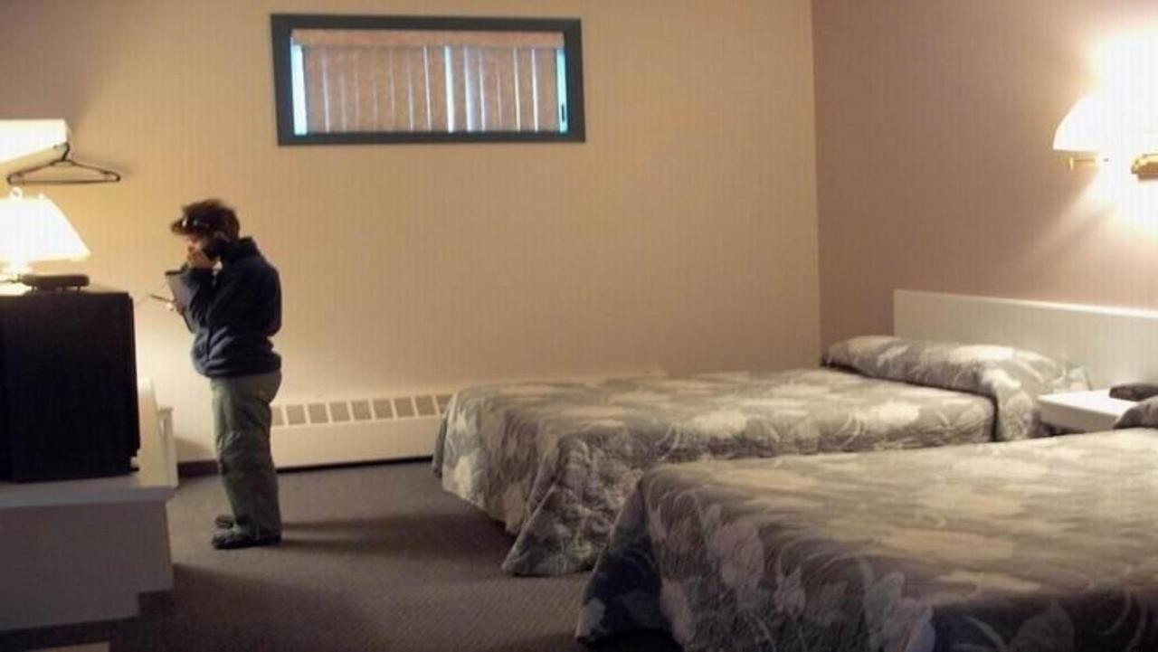 141-economy-2-double-bed-in-baseman-1.jpg