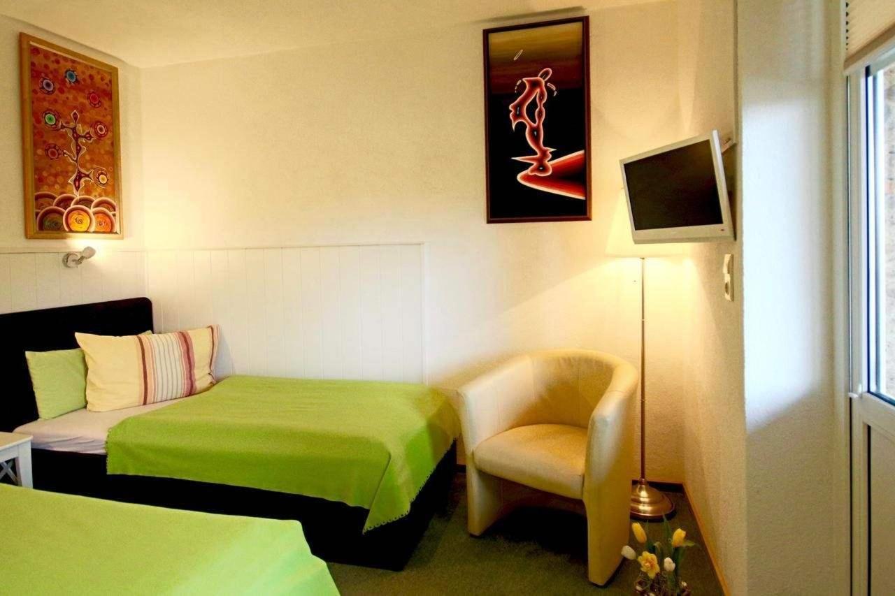 Einbett-Zimmer