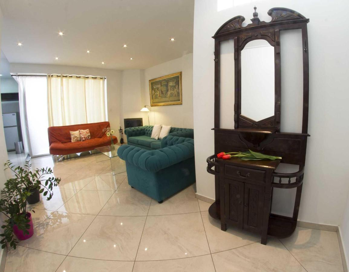 Superior Suite with Fire Place