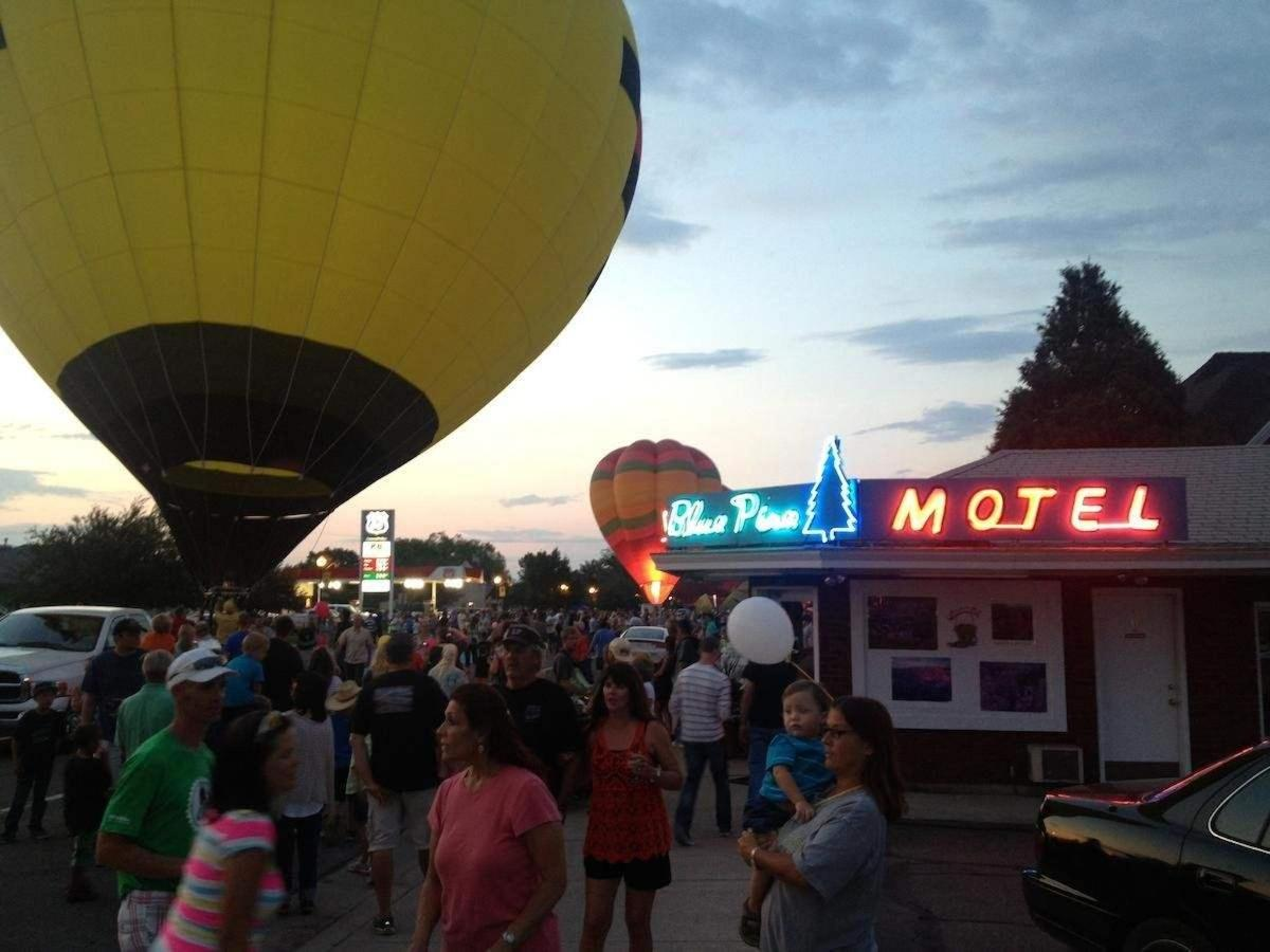 Albastru Pine Motel timpul Panguitch Valley Rally balon