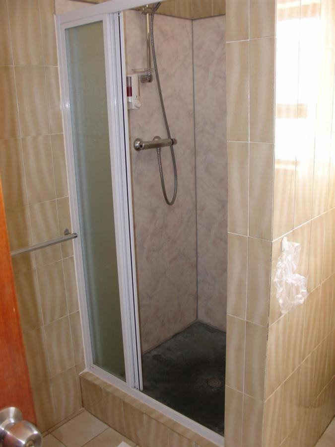 twin room shower room 1