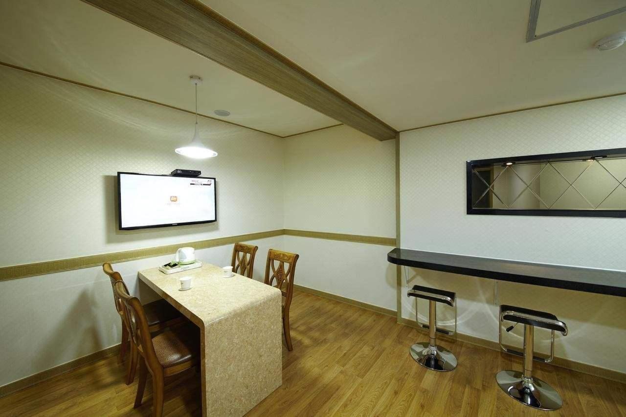 Suite Room Seomyeon.jpg