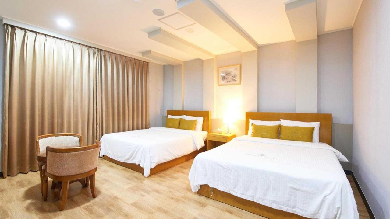 Junior Suite Busan.jpg