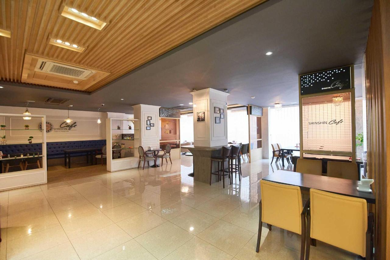Busan Hotel Restaurant.jpg