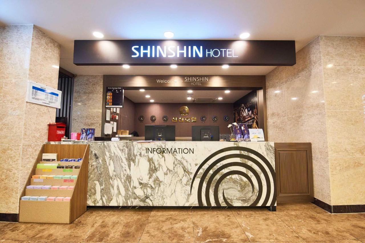 Busan ShinShin Hotel Front Desk.jpg