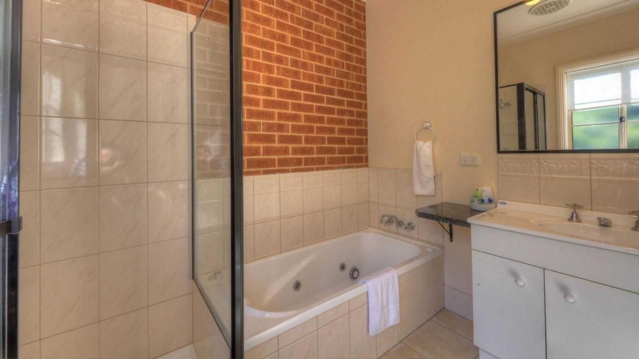 Queen Room With Single person Spa bath
