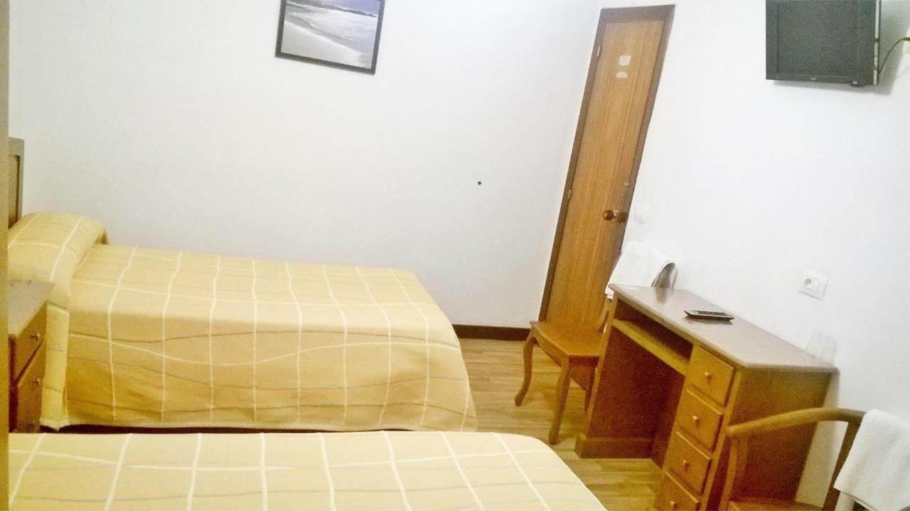 doble 2 camas con baño compartido.jpg