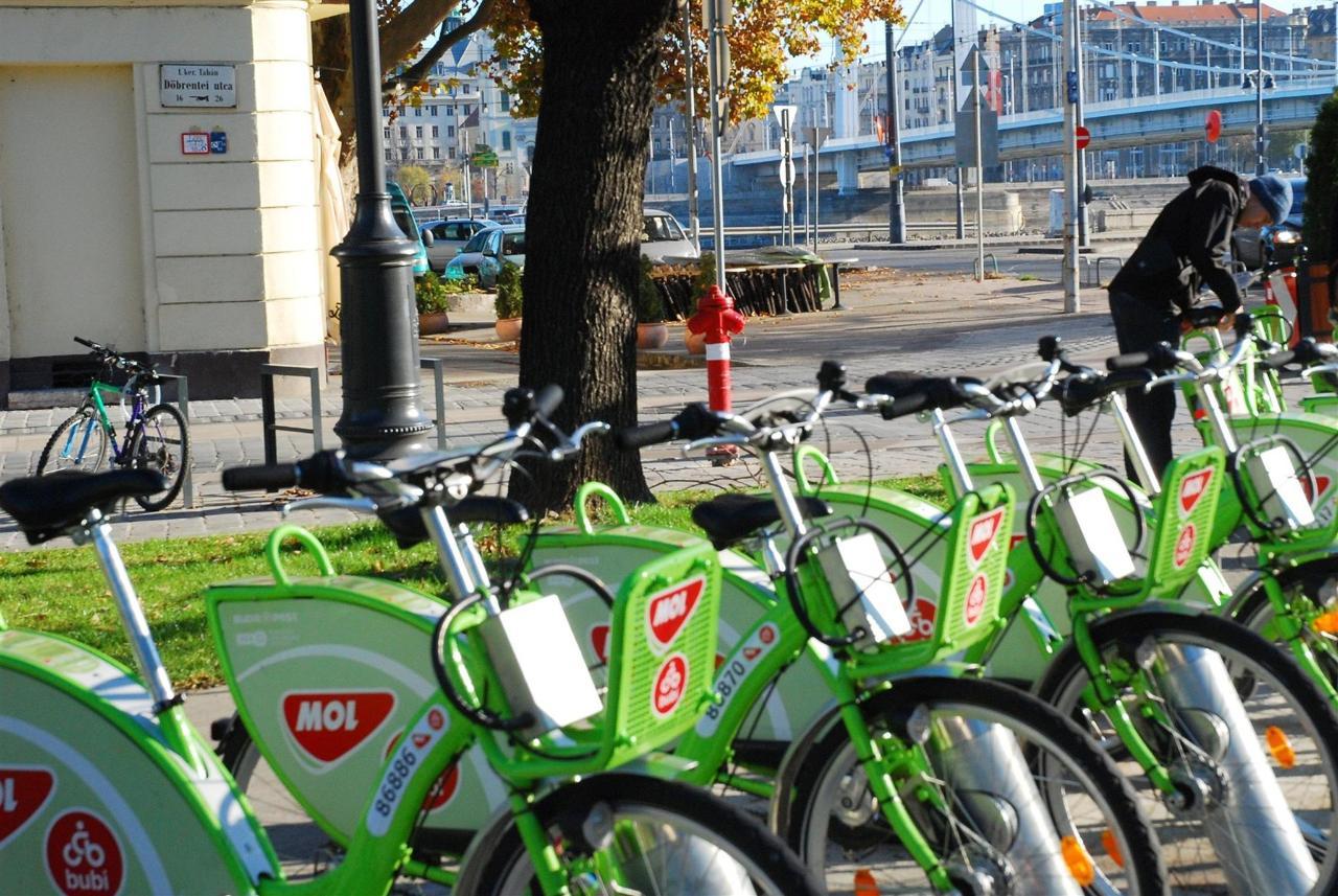 public-bike-rental-station-next-to-the-hotel.jpg