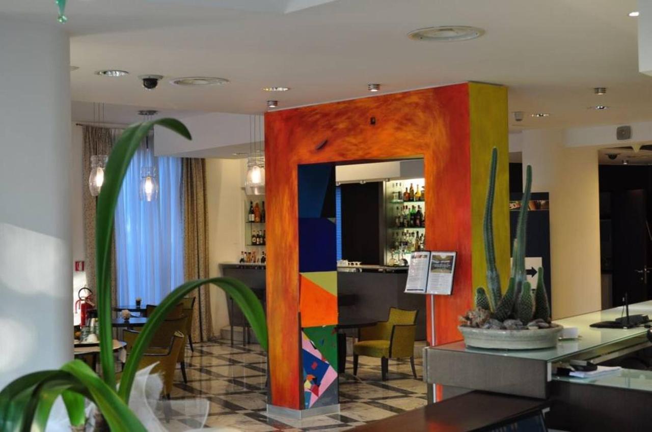 first-hotel-milano-malpensa90-lobby.jpg.1024x0.jpg