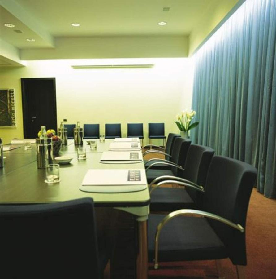first-hotel-milano-malpensa77-meeting-room.jpg.1024x0.jpg