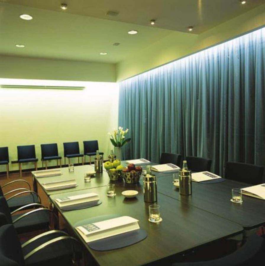 first-hotel-milano-malpensa79-meeting-room.jpg.1024x0.jpg