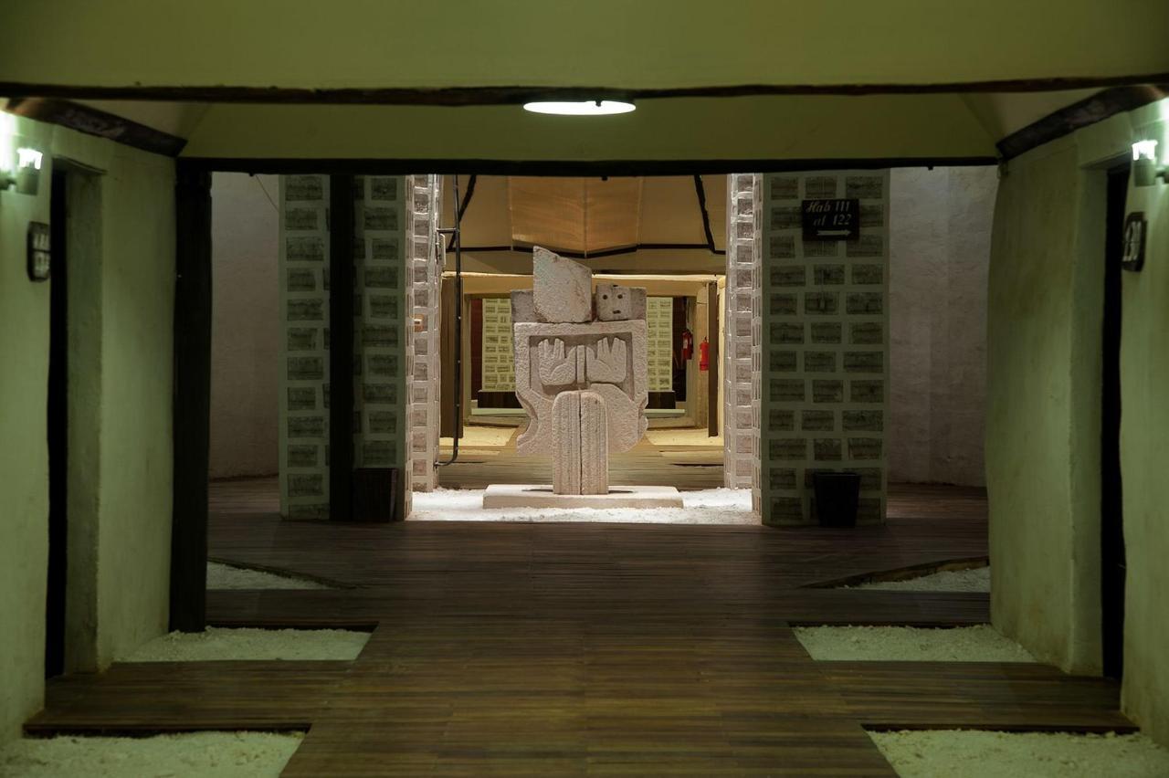 Pasillo acceso habitaciones- Palacio de Sal.jpg
