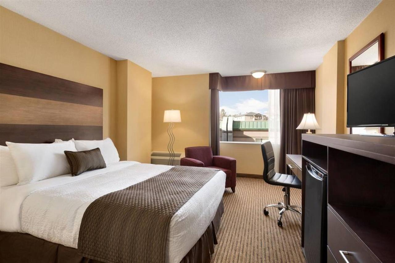 days-inn-calgary-south-1-queen-bed-room-1181542.jpg.1024x0.jpg