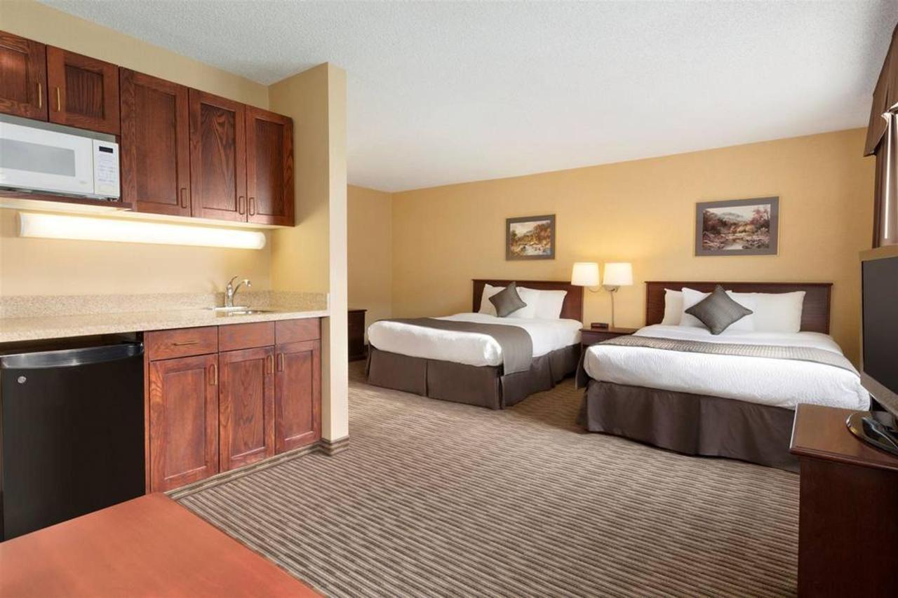 days-inn-calgary-south-2-queen-beds-room-1181531-1.jpg.1024x0.jpg