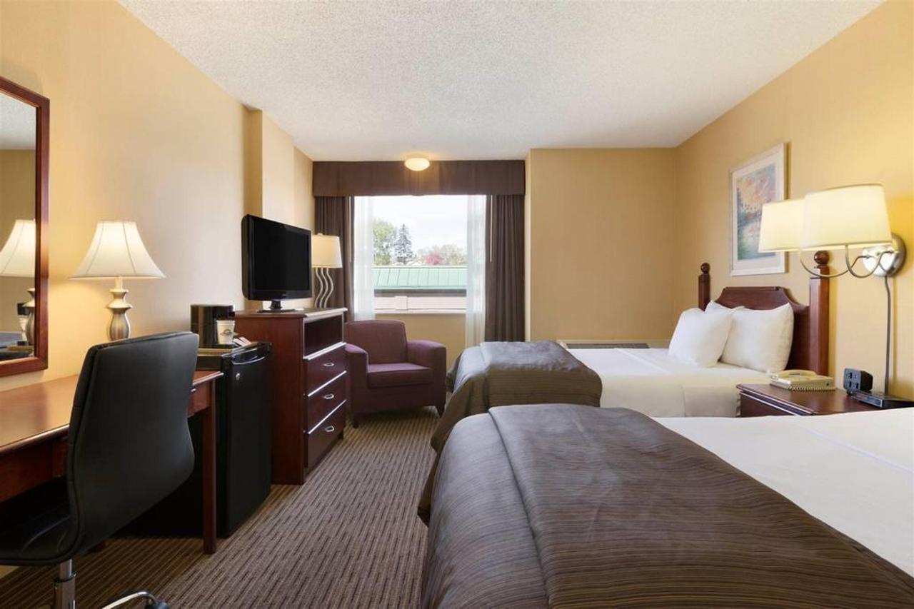 two-double-beds.jpg.1024x0.jpg