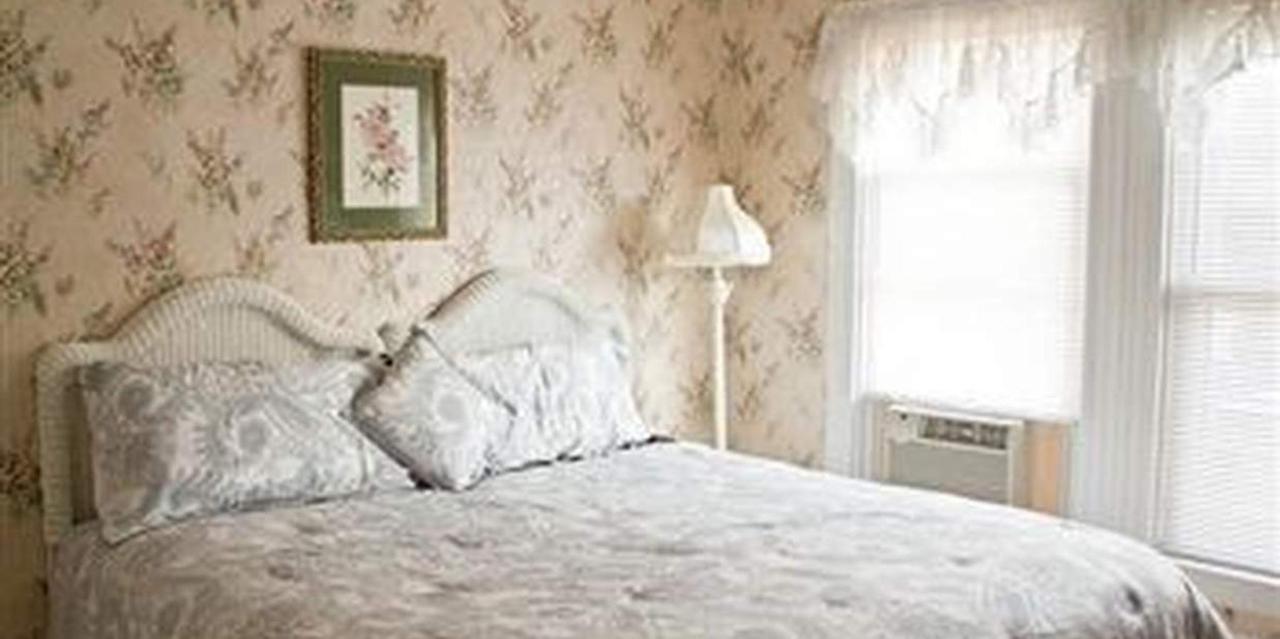 Room 3 King Bed.jpg