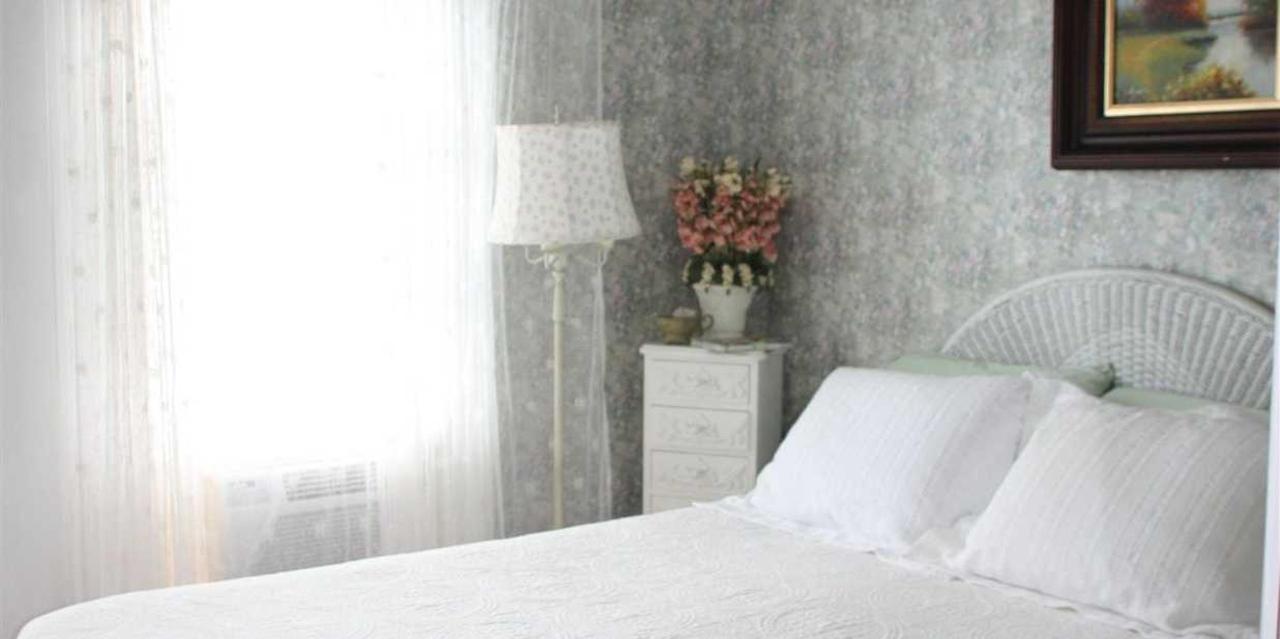 Room 4 Queen Bed View.JPG