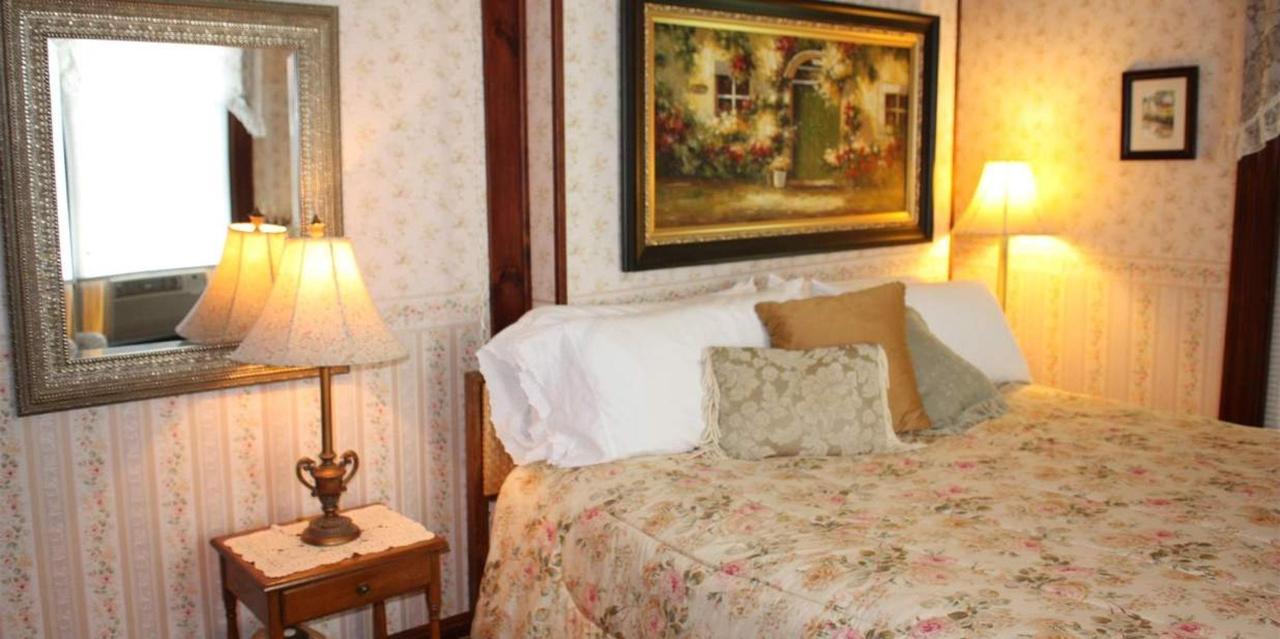 Room 5 King Bed.JPG