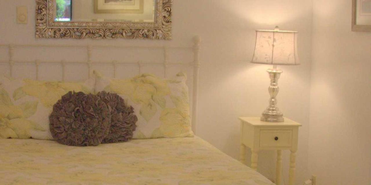 Room 8 Queen Bed.jpg
