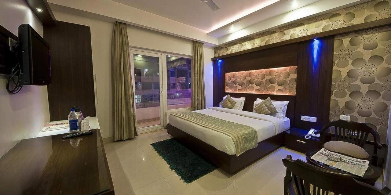 Standard Double Room1.jpg