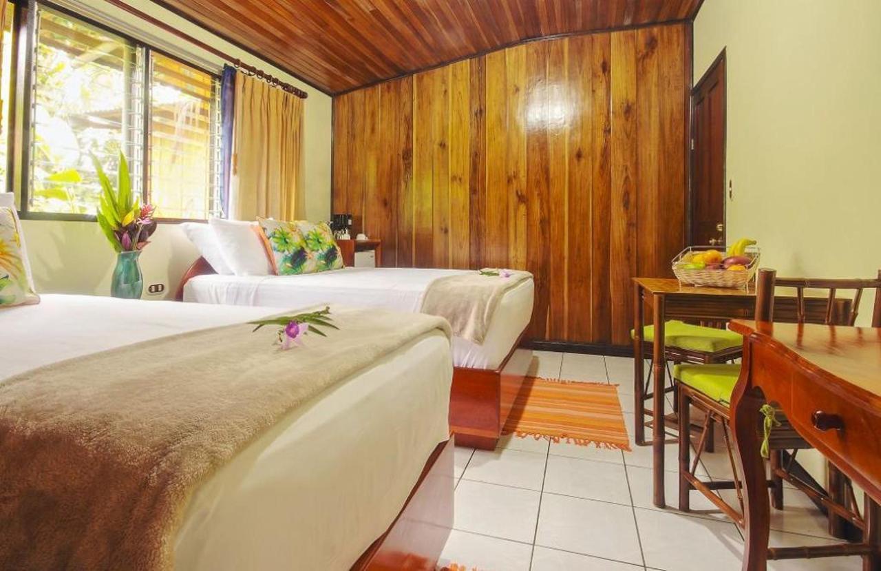Villas & Rooms