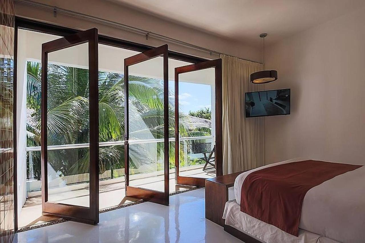 Rooms - Balcony doors opened.jpg