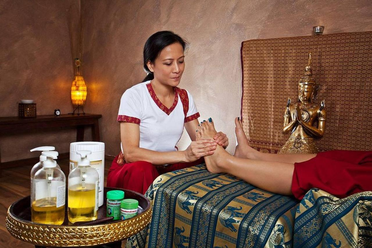 Pool, Saunas & Massage