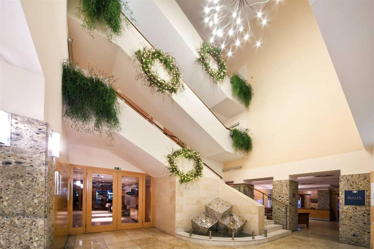 Hotel exterior & lobby