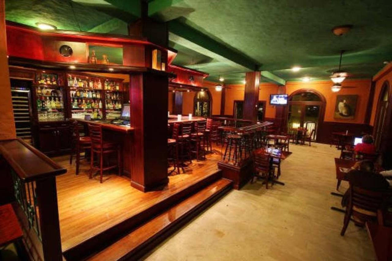 Pub & Triana