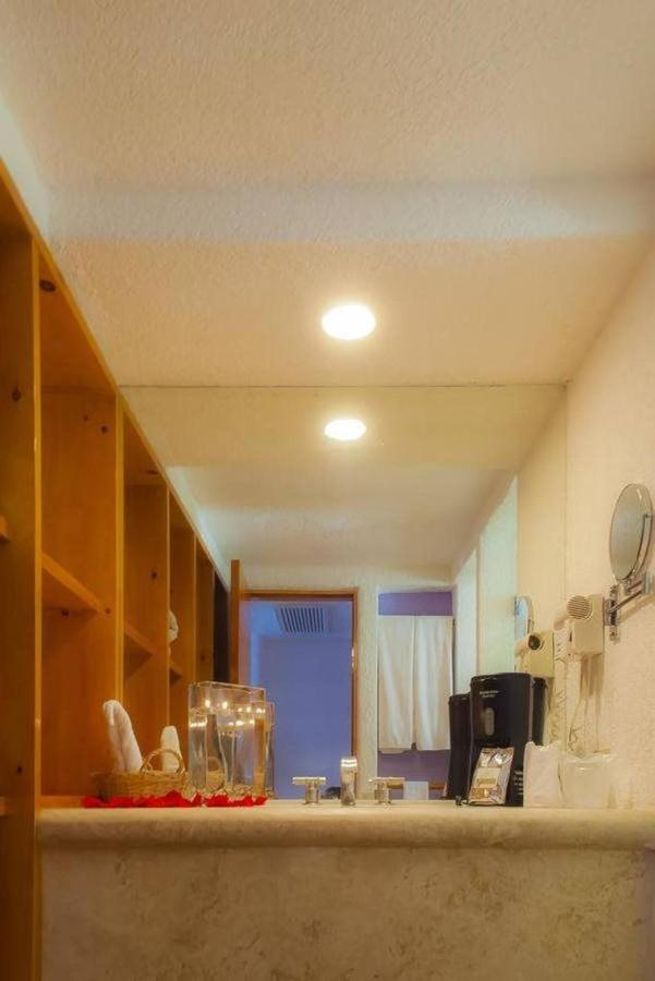 Hotel Los Patios - Baños.jpg