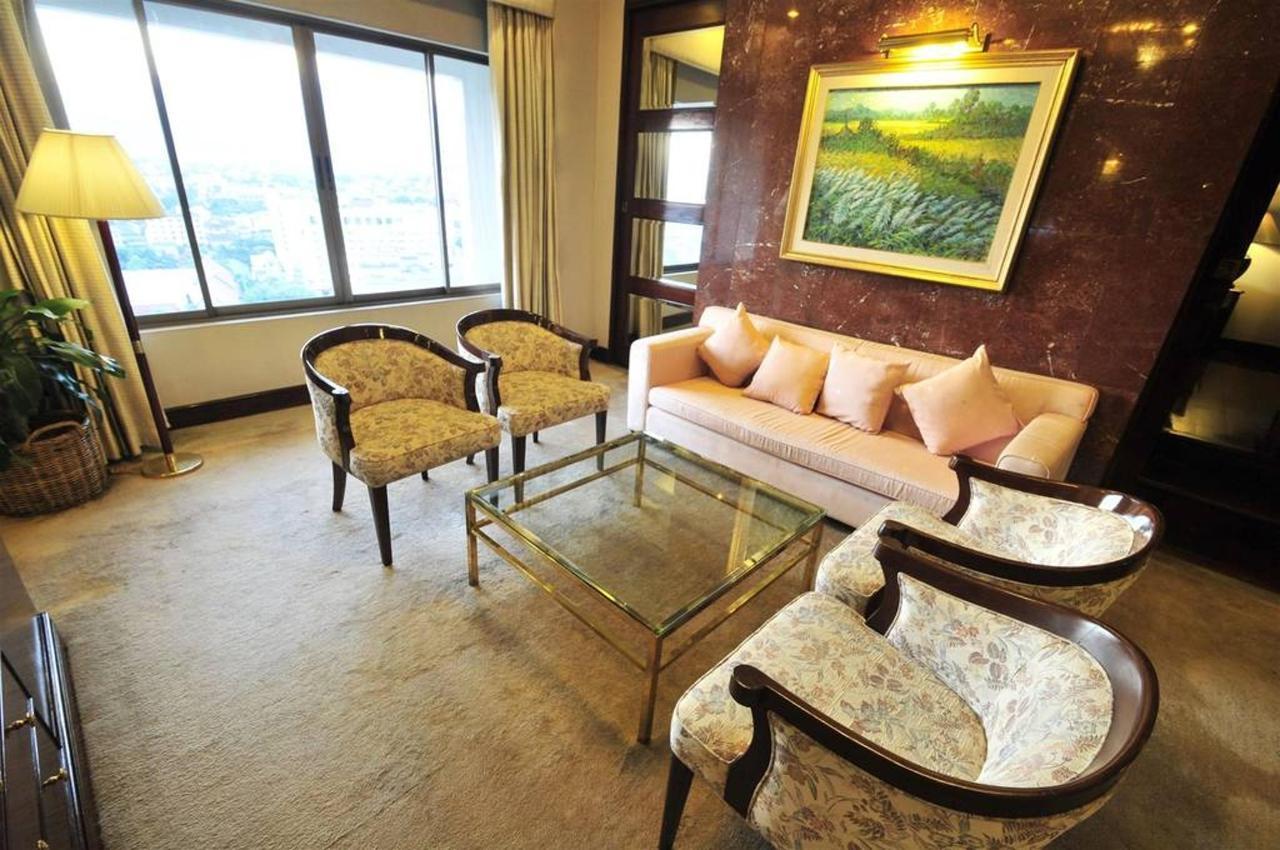 Presidential Suite Room.jpg