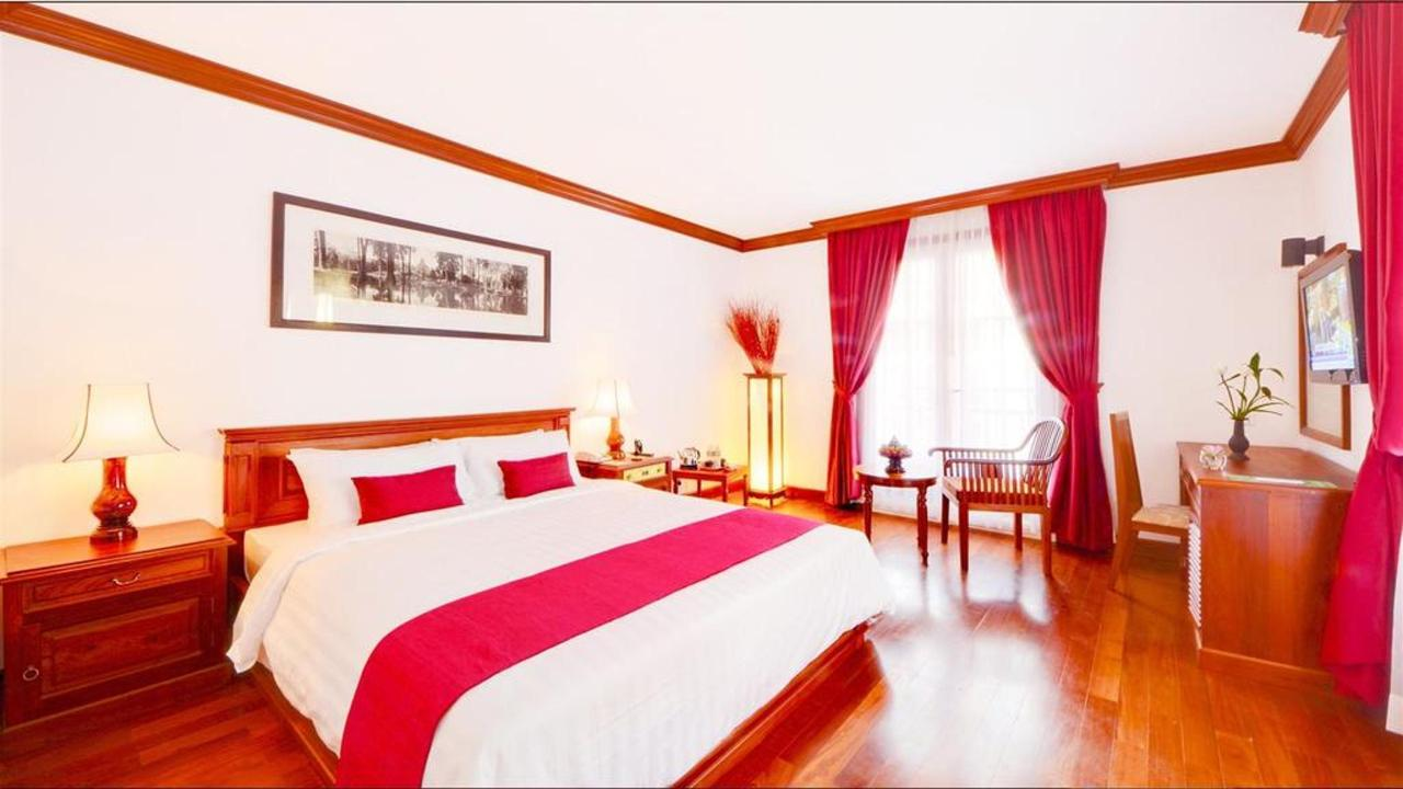 Deluxe Double Room with Balcony.jpg