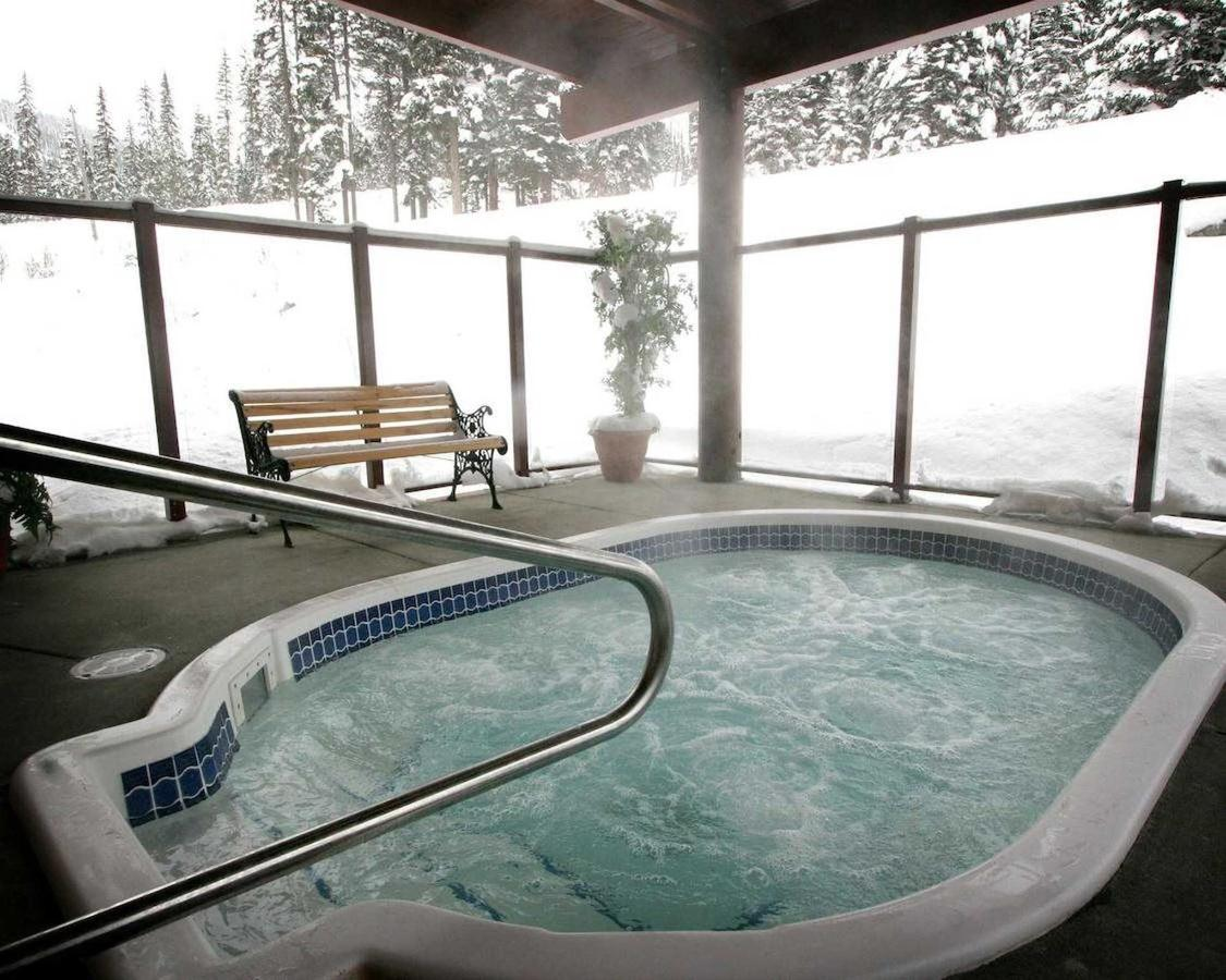 Slopeside Hot Tub.jpg