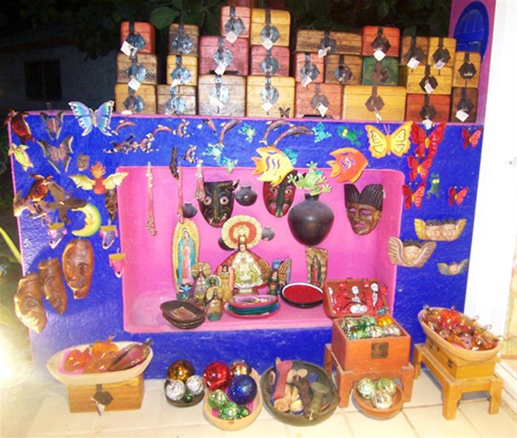 Boutique Mexicarte and Galeria Lamanai