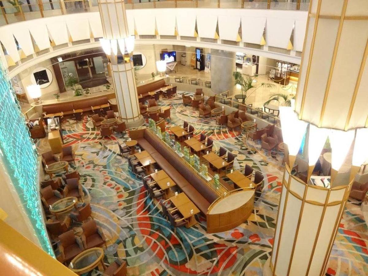 Lobby Lounge Crystal Movement