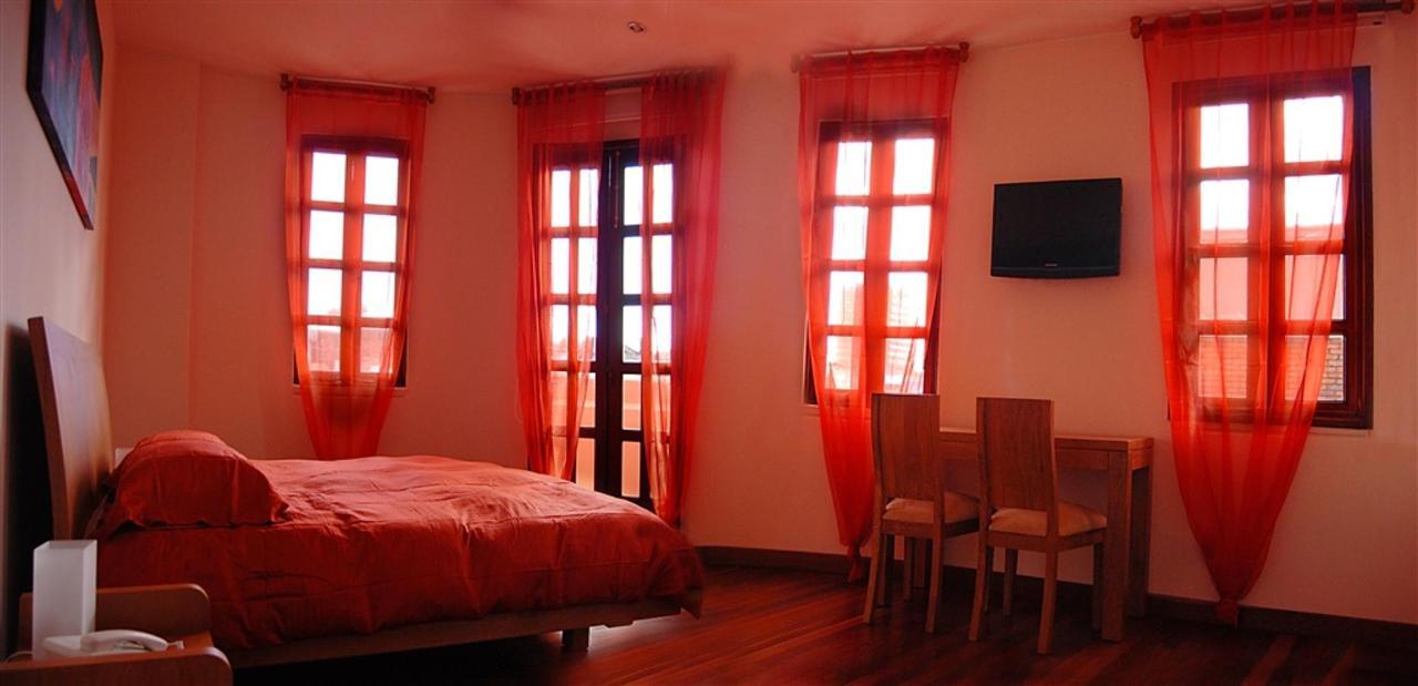 Junior Suite Naranja / Escarlata,Hotel Casa Deco, Bogotá, Colombia.jpg