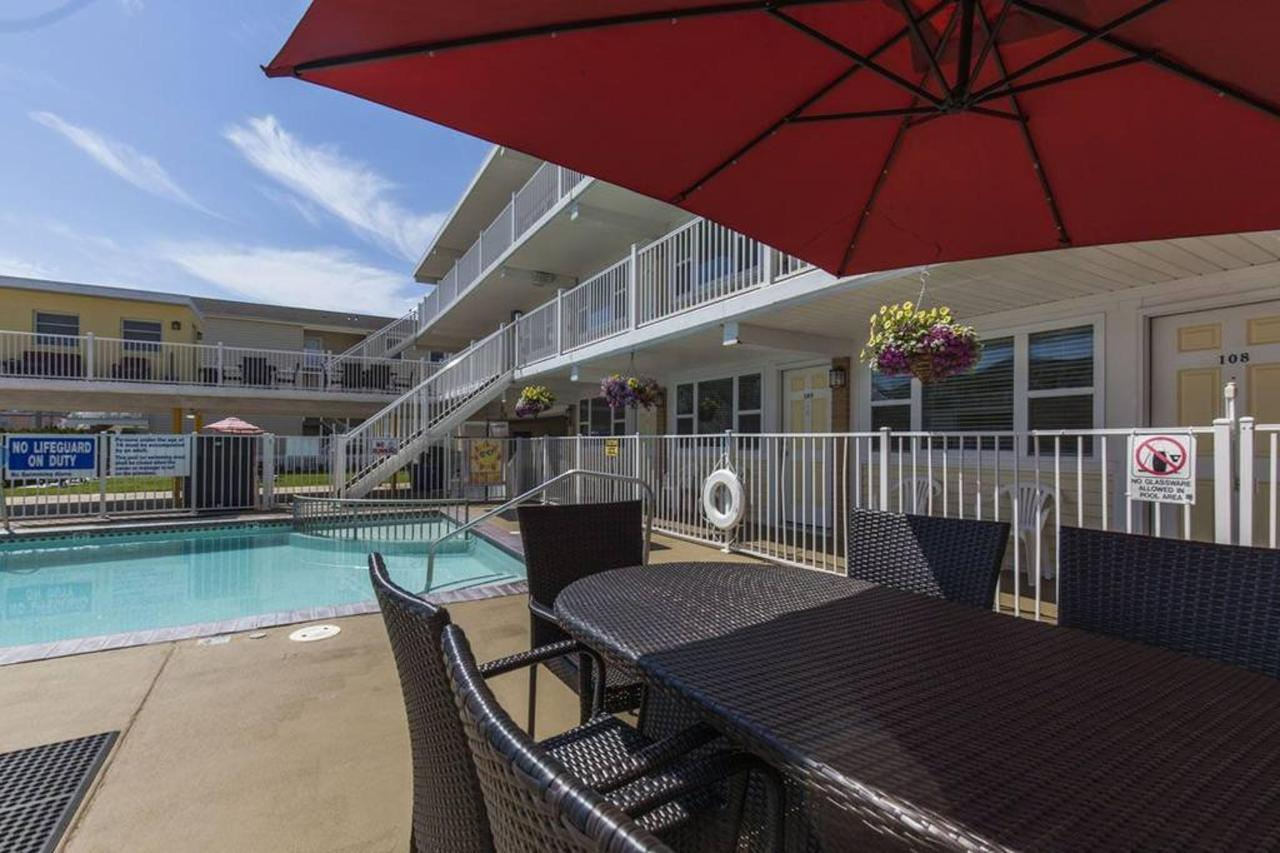 Exteriors & Pool