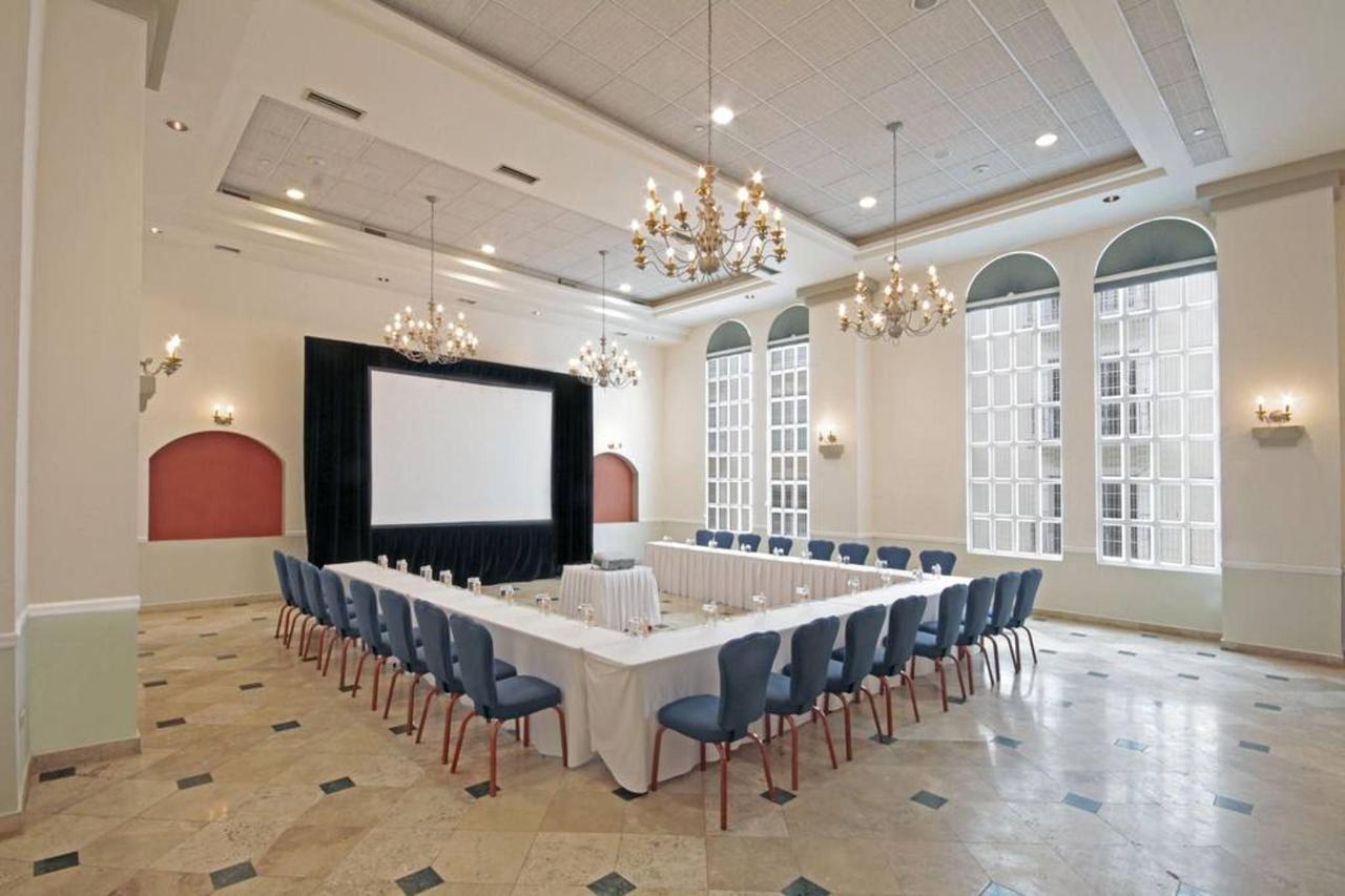 Salón Imperio Herradura, El Hotel, Presidente® InterContinental® Villa Mercedes Mérida, Mexico.jpg