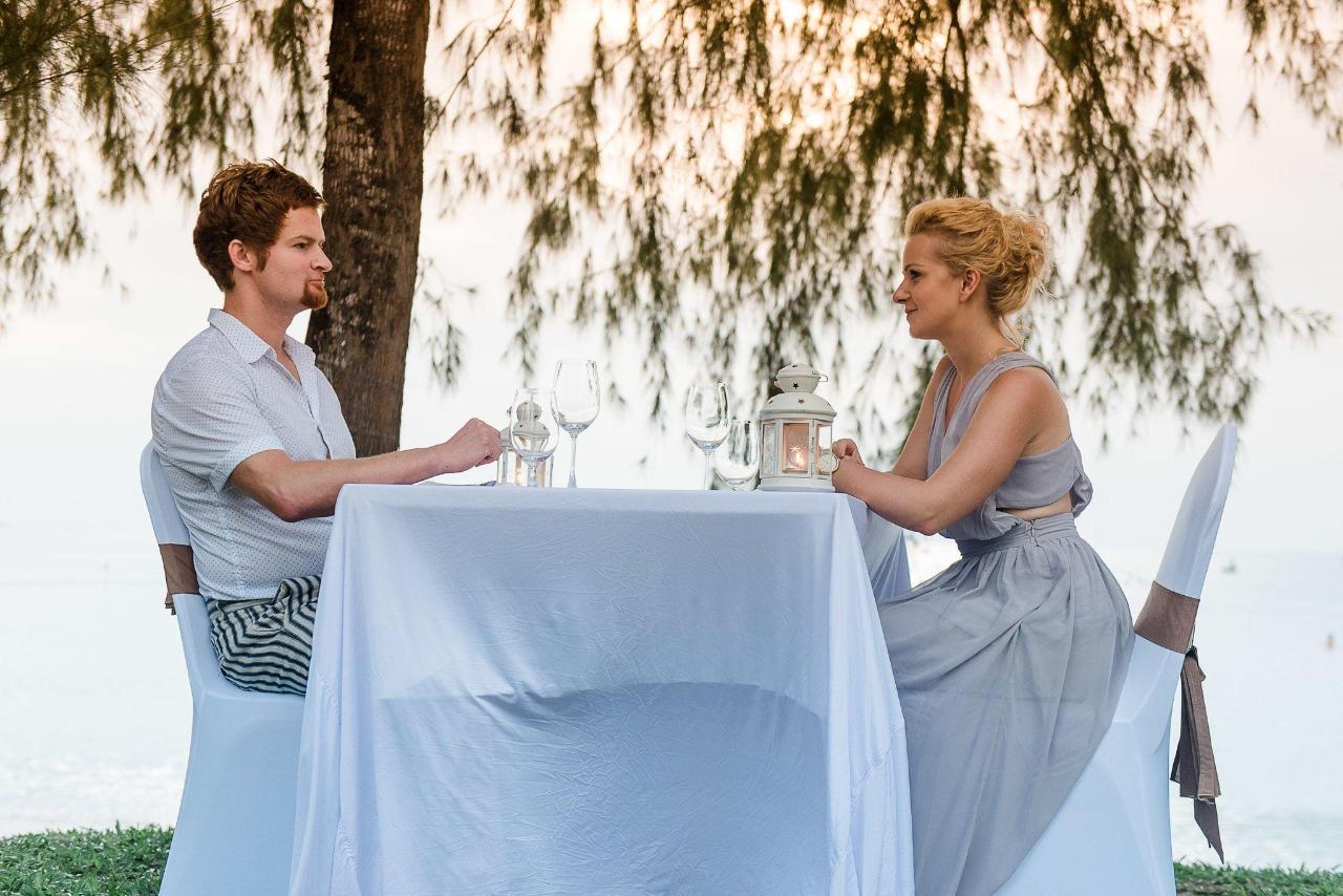5-romantic-dinner-1.jpg