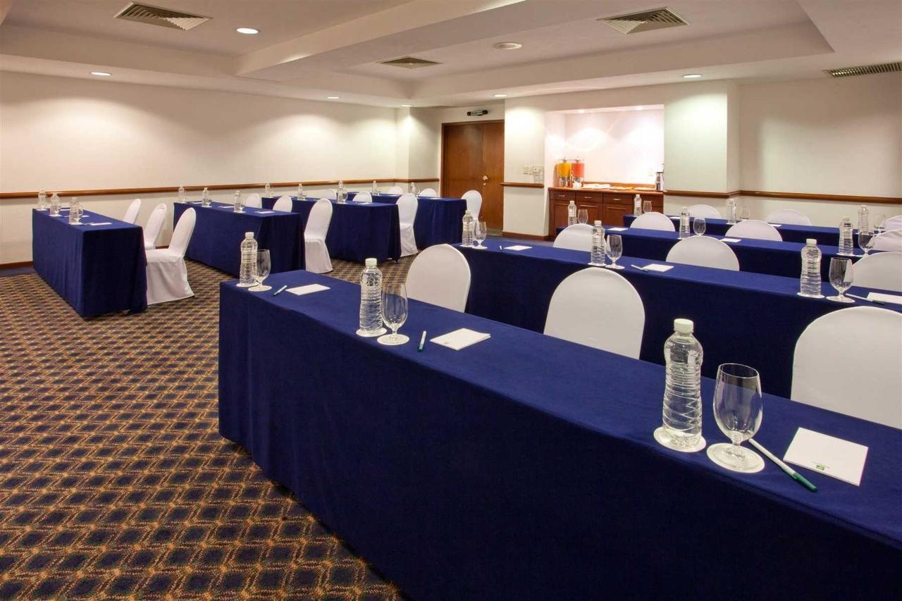 Sala de reuniones Cupula, Holiday Inn Puebla la Noria.jpg